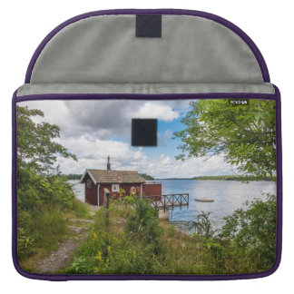 Rood houten plattelandshuisje in Zweden MacBook Pro Sleeve