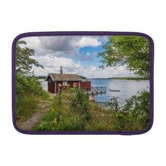 Rood houten plattelandshuisje in Zweden Sleeve For MacBook Air