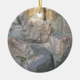 Rotsen bij een Tuin in China Rond Keramisch Ornament