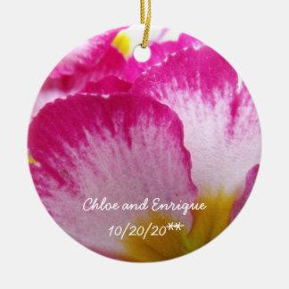 Roze Bloem Gepersonaliseerd Huwelijk Rond Keramisch Ornament