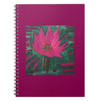 Roze bloem op een kastanjebruine achtergrond ringband notitieboek