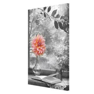 roze bloem op een regenachtige druk van het canvas print