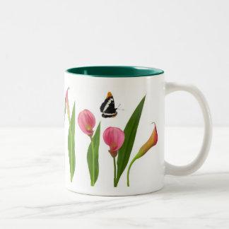 Roze Calla Lelies met Vlinders Tweekleurige Koffiemok