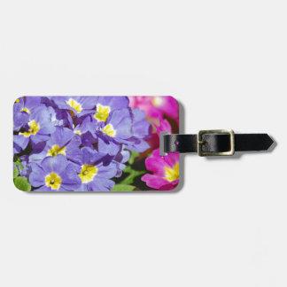 Roze en paarse sleutelbloemen bagagelabel