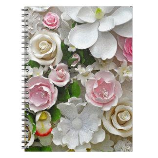 Roze en witte bloemendruk ringband notitieboek