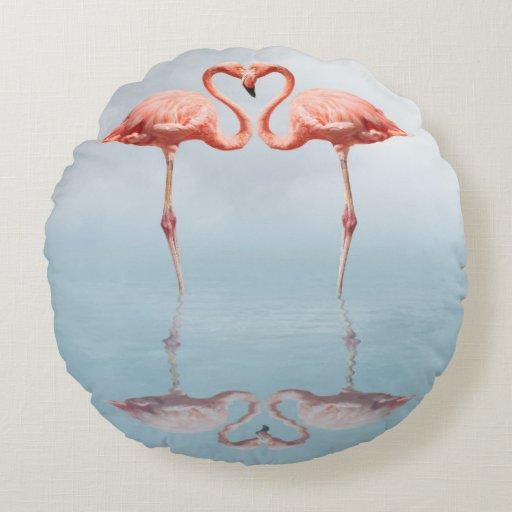 Roze Flamingo u0026#39;s in Liefde om Hoofdkussen Rond Kussen   Zazzle
