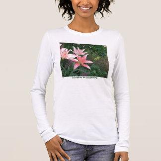 roze lilly, zou ik eerder tuinieren! t shirts