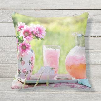 Roze Limonade in het Mooie OpenluchtHoofdkussen Buitenkussen