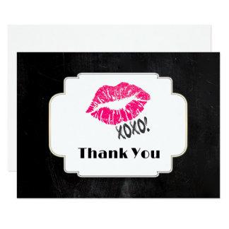 Roze Lippen Kissy met xoxo! Het goud op Zwarte 8,9x12,7 Uitnodiging Kaart