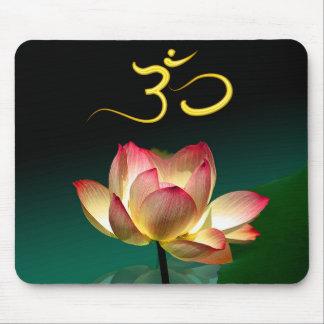 Roze Lotus in volledige bloei met Om mousepad Muismat