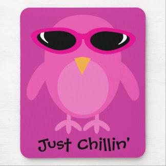 Roze Uil Chillin enkel met Zonnebril Muismatten