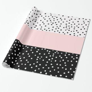 Roze witte zwarte waterverfstippen inpakpapier