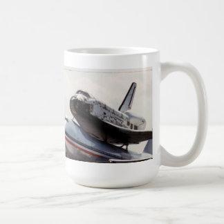 ruimtependel vervoer per kangoeroewagen koffiemok