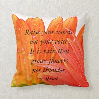 Rumi:  Hef uw woorden op….Oranje Madeliefje Gerber Sierkussen