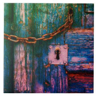 Rustiek oud deursleutelgat en kettingstegel tegeltje