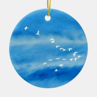 Rustig Silhouet van Vogels tijdens de vlucht Rond Keramisch Ornament