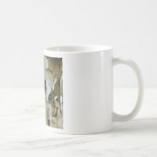 ruw wit rotsplafond koffiemok