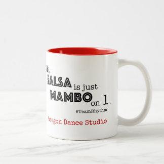 Salsa is enkel Mambo op het Citaat van de Balzaal Tweekleurige Koffiemok