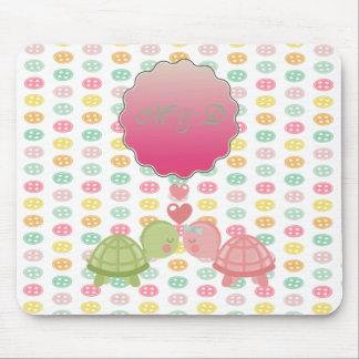 Schattige Schildpadden in Liefde op Kleurrijke Muismatten