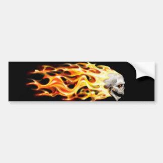 schedel hoofd met vlammen vectorart. bumpersticker