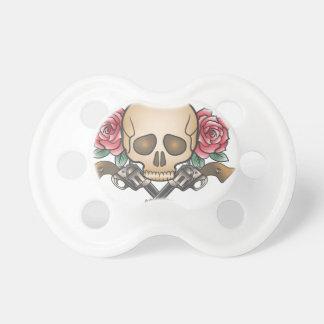 schedel met vintage pistolen en bloemen fopspeentjes