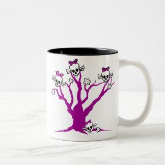 Schedels omhoog een boom tweekleurige koffiemok