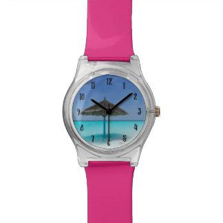 Schilderachtig Tropisch Strand met Met stro Horloge