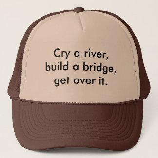 Schreeuw een rivier, bouw een brug, krijg over het trucker pet