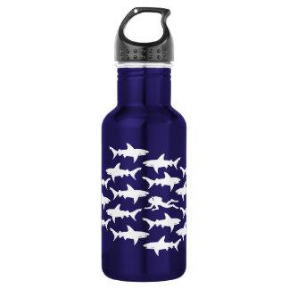 Scuba-duiker die met Grappige Haaien zwemmen Waterfles