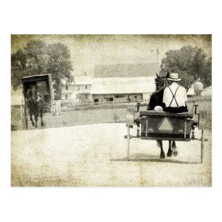 Sepia van twee Amish Buggies Landelijke Weg Briefkaart