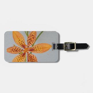 Sinaasappel bevlekte Iris genoemd een lelie van Bagagelabel