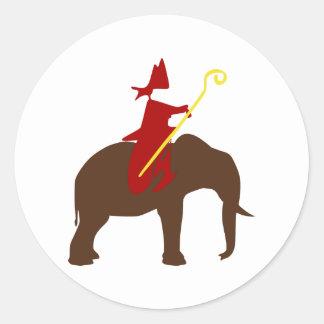 Sinterklaas op een olifant ronde sticker