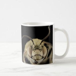 Sluit omhoog van het Gezicht van een Bij! 325ml Koffiemok