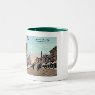 Smith St, Perth Amboy, de Wijnoogst van New Jersey Tweekleurige Koffiemok