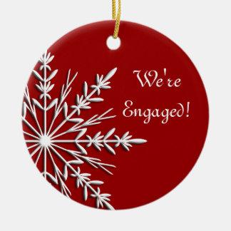 Sneeuwvlok op het Rode Ornament van het Verloving