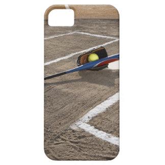 Softball, softballhandschoen en knuppel bij barely there iPhone 5 hoesje