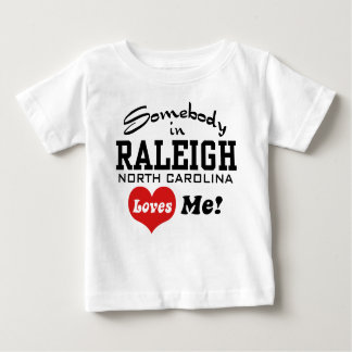 Somebody in Raleigh Noord-Carolina houdt van me Baby T Shirts