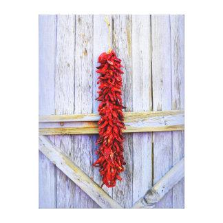 Spaanse peper Rista op Paarse Deur in New Mexico Canvas Afdruk