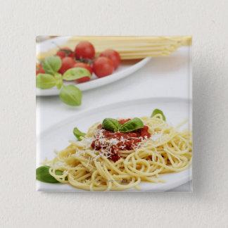 Spaghetti met tomatensaus en basilicum vierkante button 5,1 cm
