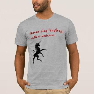 Speel nooit leapfrog met een eenhoorn t shirt