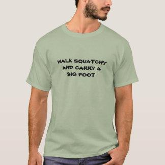 Squatchy de gang en draagt een Grote voet T Shirt