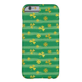 St Patrick van Golden patroon klaver het groene Barely There iPhone 6 Hoesje