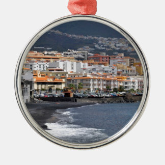 Stad en strand van Candelaria in Tenerife Zilverkleurig Rond Ornament