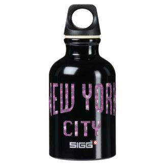 Stad van New York op het Roze van de Lente nam toe Waterfles