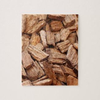 Stapel stukken droog bos van verschillende grootte puzzel