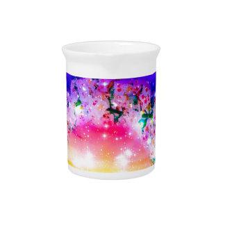 Sterren en regenboog van bloemen in viering bier pitcher