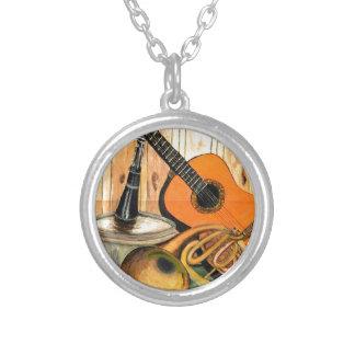 Stilleven met Muzikale Instrumenten Zilver Vergulden Ketting