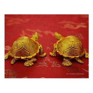 Stilleven van een paar gouden schildpadbeeldjes briefkaart