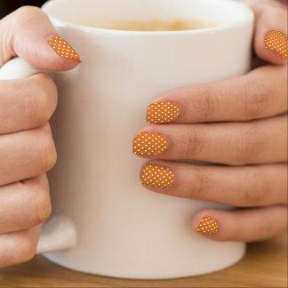 Stippen op het Oranje Minx Art. van de Spijker Minx Nail Art