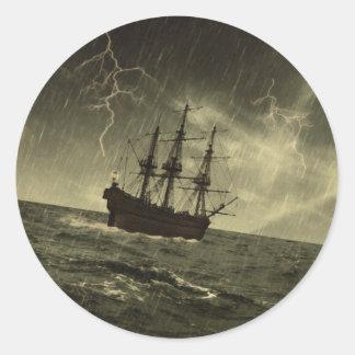 Storm op zee ronde sticker